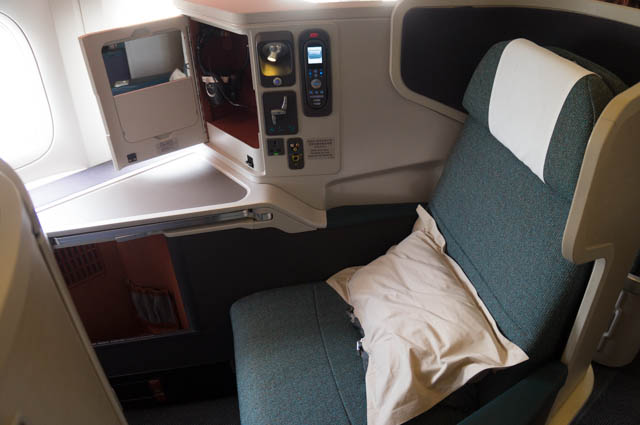 aa vs cathay pacific business class