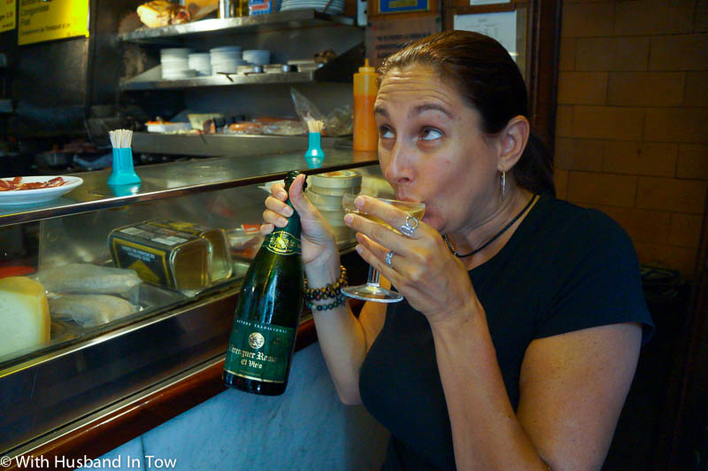 drinking cava at la champagneria barcelona