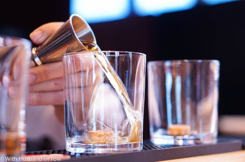 Even if you're not an Old Fashioned connoisseur, there are a few things to look for to ensure the bartender will deliver a proper Old Fashioned cocktail.