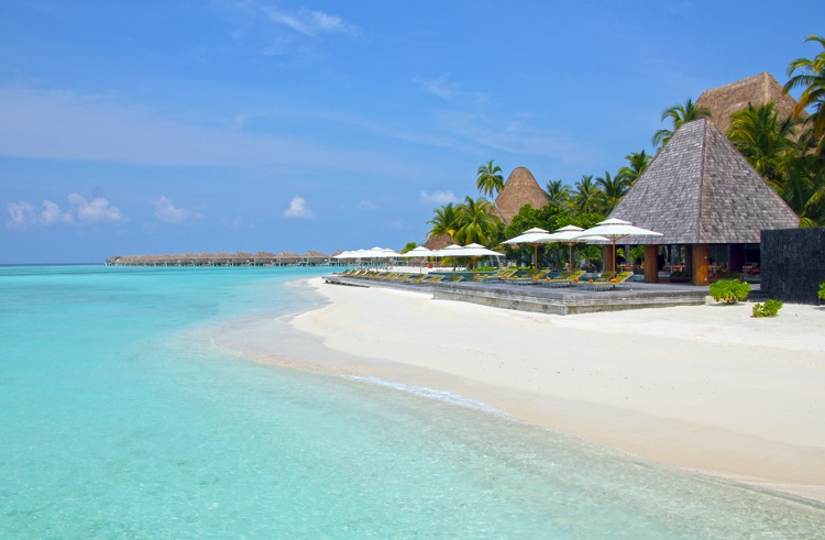 maldives places to stay - Anantara Kihavah Villas Review