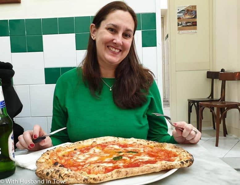 How Do Italians Eat Pizza - pizzeria da michele napoli