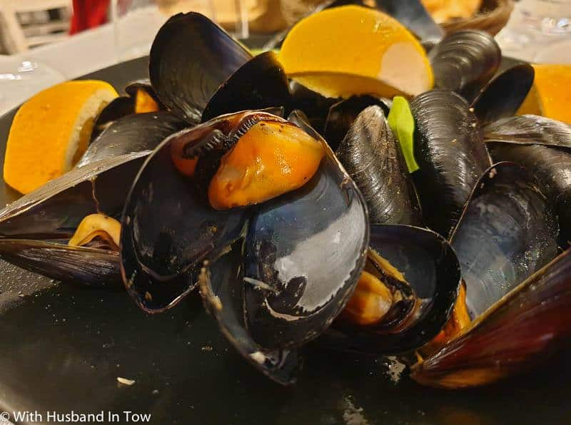Impepata di Cozze - Mussels With Pepper in Naples